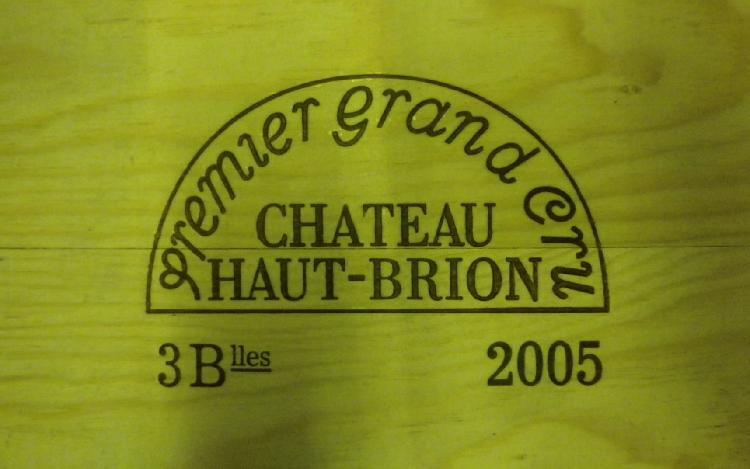 3 Bouteilles HAUT BRION 2005  Caisse bois d'origine. Original wood case