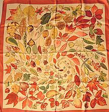 HERMES Paris - Carré en soie rouge et beige à décor de feuilles d'automne (usures/fair condition)