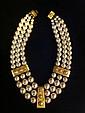 VALENTINO Collier d'inspiration étrusque en métal doré composé de trois rangs de perles nacrées - Longueur : 40 cm - Length : 15,7  in. (bon état/good condition)