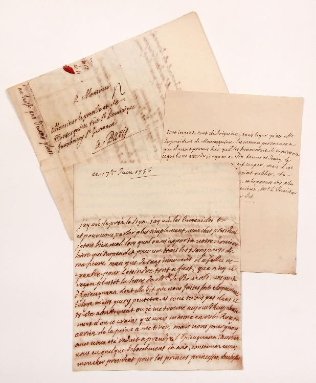 François, comte de BULKELEY (1686-1756) lieutenant général au service de France. 3 L.A., juin-juillet 1736, au Président de MONTESQUIEU à Paris ; 3, 1 et 3 pages in-4, adresses avec cachets cire rouge aux armes (brisés). [CM 449, 450 et 456]