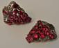 Paire de clips Art Déco en or 14 K et argent ornée de pierres rouges et petits diamants, poids brut : 22,7 g - 14k gold Art deco pair of clips, weight : 14,6 dwt