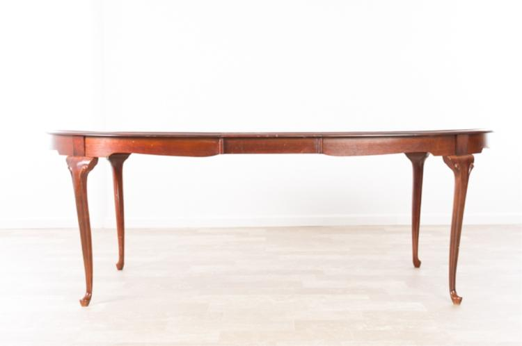 Queen Anne Style Mahogany Dining Table : H5901 L117887641 from www.invaluable.co.uk size 750 x 498 jpeg 18kB