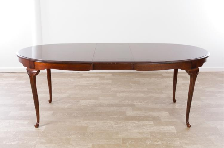 Queen Anne Style Mahogany Dining Table : H5901 L117887644 from www.invaluable.co.uk size 750 x 498 jpeg 28kB