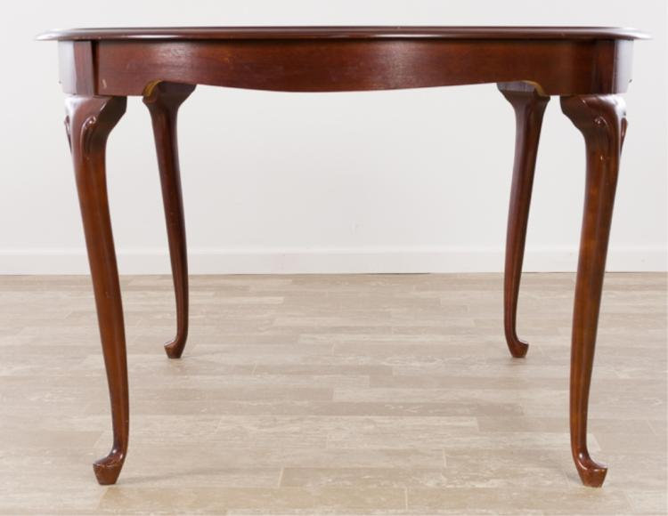 Queen Anne Style Mahogany Dining Table : H5901 L117887649 from www.invaluable.co.uk size 750 x 580 jpeg 35kB