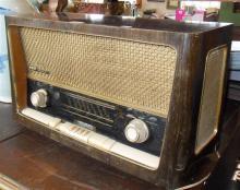Grundig 3D sound valve radio in wooden case