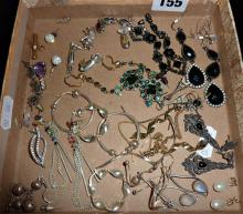 Assorted costume jewellery (some silver)