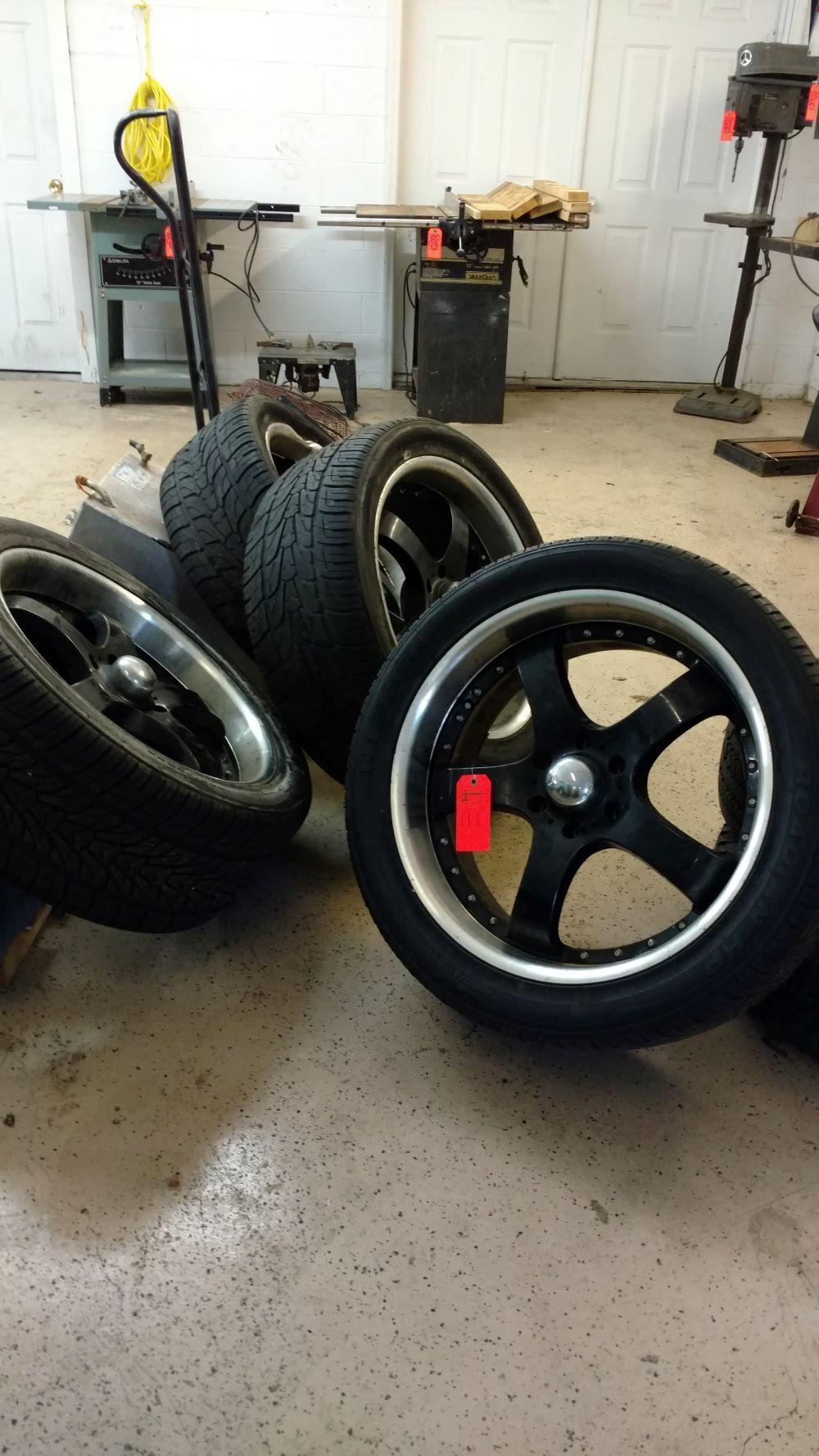 4 wheels and tires size 305 40R22