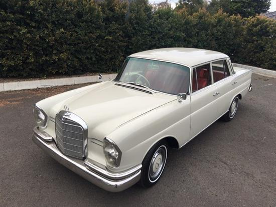 1961 Mercedes 220SE Fintail