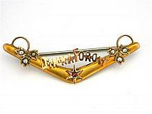 An Australian 9ct Yellow Gold Dinna Forget Boomerang Brooch