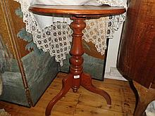 Wine table with centre pedestal