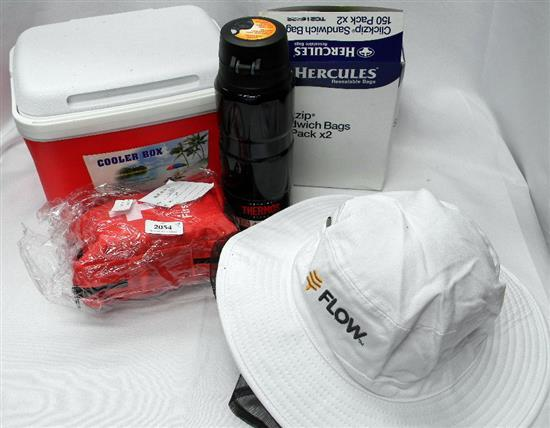 The picnic pack incl. small esky, sandwich bags, thermos, first aid kit & insect protection hat