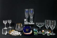 A Collection of Glassware (33)