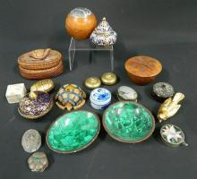 A Collection of Trinket Boxes & Dishes including Silver, Tortoise Shell, Mother of Pearl, Malachite