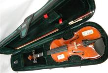 A Stentor student ST violin 1/4 with travel case