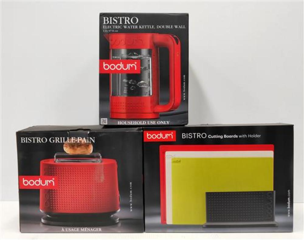 A Bodum Bistro Toaster, Double-Wall Water Kettle (1.1L) & Cutting Board Set