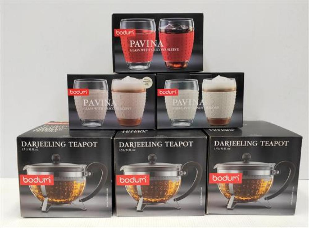 Three Darjeeling Tea Pots (1.5L) & Three Large Pavina Cups with White Silicone Sleeves