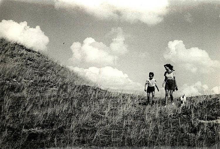 Prange, J.M. (1904-1972). (Girl and a boy walking