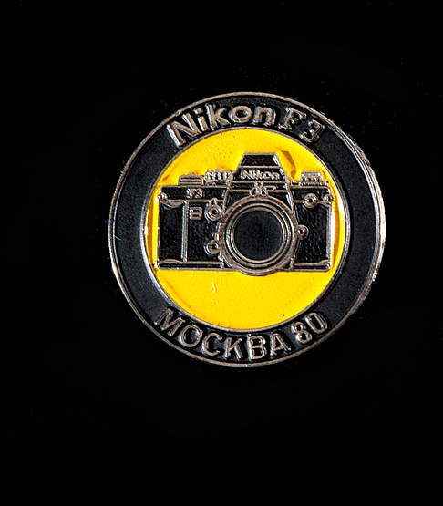 Moscow 1980 Moscow Olympic Games Nikon pin,  Depiction of camera and l