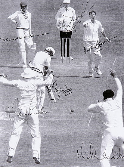 Sir Richard Hadlee autographed 400th Test Wicket photographic print,