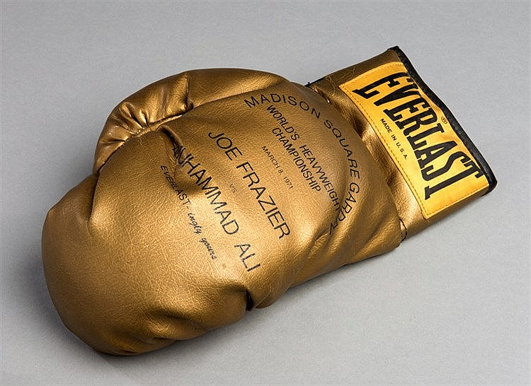 Souvenir Everlast 'Golden Glove' produced to commemorative the Muhamma