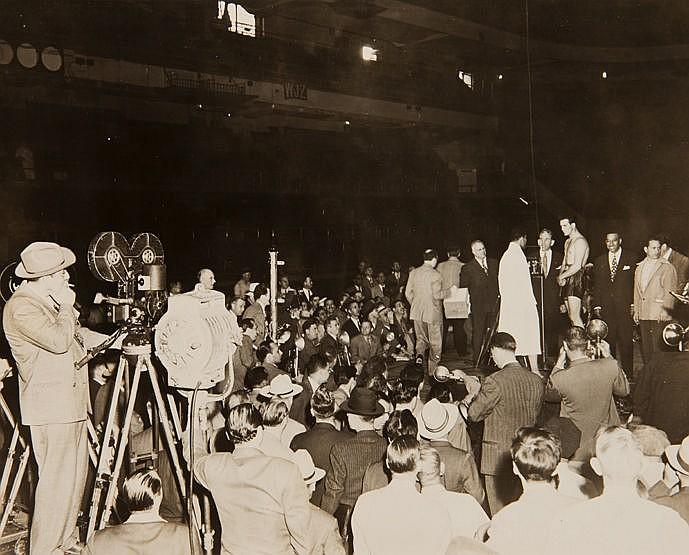 Original black & white press photograph of the Joe Louis v Billy Conn