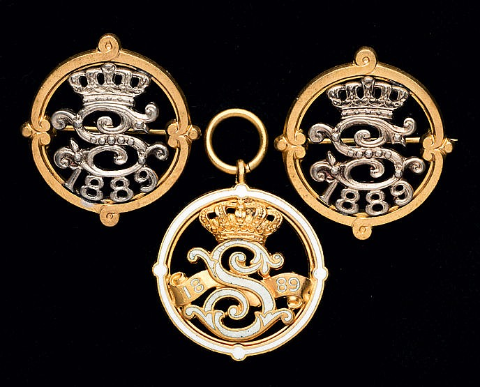 A matching trio of 1889 Sandown Park badges,  consisting of a gentlema