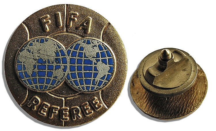 FIFA Referee's lapel badge 1950s gilt-metal & enamel