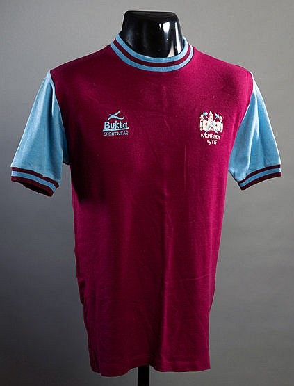 Billy Jennings's claret & blue West Ham United No.7 jersey worn in the