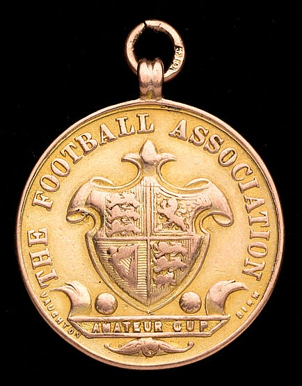 9ct, gold F.A. Amateur Cup runners-up medal, uninscribed with competi