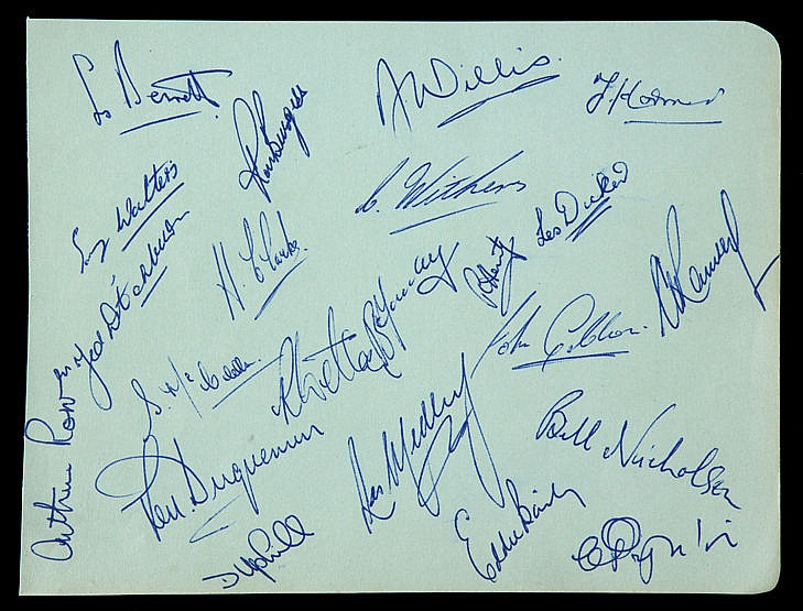 The autographs of Arthur Rowe's Tottenham Hotspur 'push and run' team