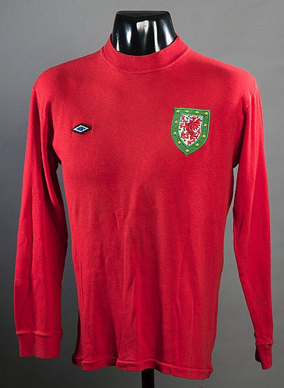 Gil Reece: a red Wales No.9 jersey worn in a European Championship qua