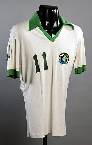 Signed Steve Hunt Cosmos No.11 jersey from the 1977 Championship seaso