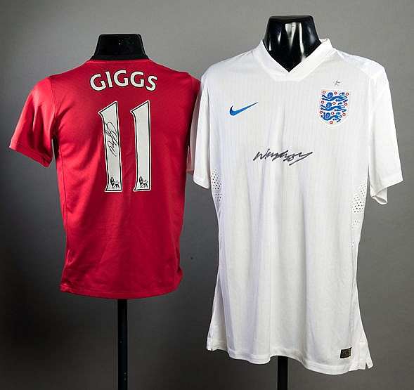 Ryan Giggs and Wayne Rooney signed replica football jerseys, Giggs ha