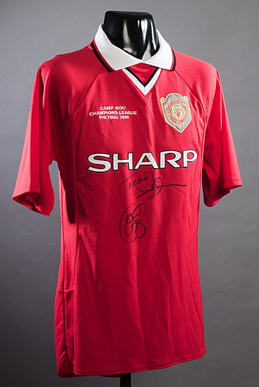 Manchester United 1999 Champions League Final replica jersey signed by