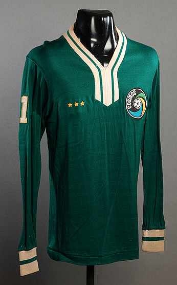 Green version of the Cosmos No.11 jersey prepared for Steve Hunt for t