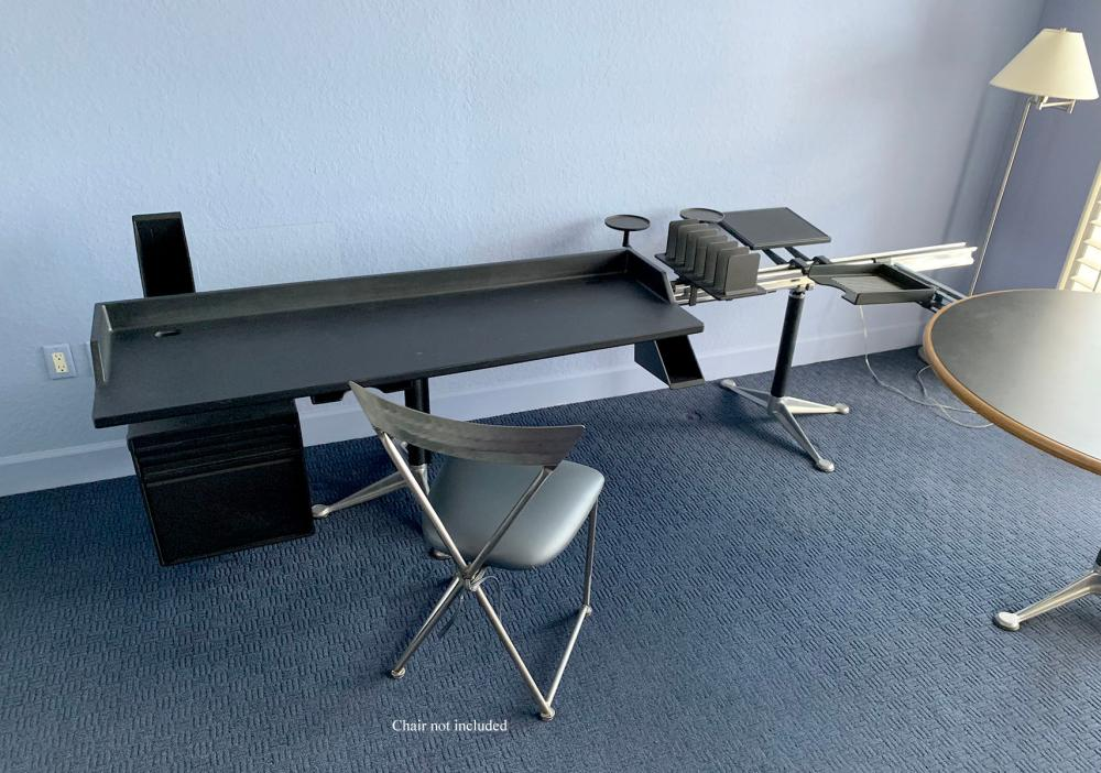 HERMAN MILLER BRUCE BURDICK GROUP MODULAR DESK GROUP:
