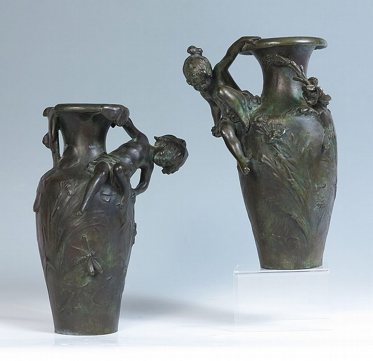 PAIR OF BRONZE NOUVEAU VASES AFTER AUGUSTE MOREAU