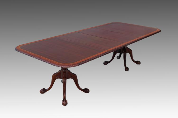 CHIPPENDALE STYLE BANDED MAHOGANY DINING TABLE : H0038 L123288782 from www.invaluable.com size 750 x 500 jpeg 20kB