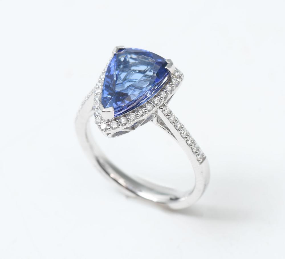 14K 3.93 CT TANZANITE & DIAMOND RING