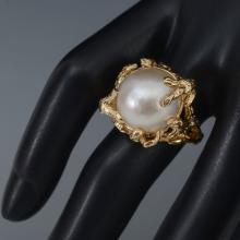 14K GOLD AND MABE PEARL RING
