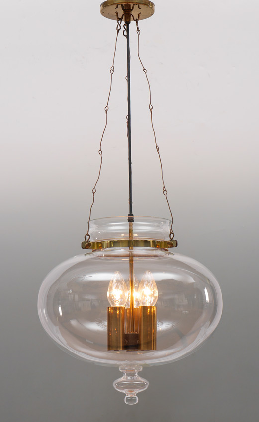 A UNIQUE CLEAR GLASS HANGING LIGHT FIXTURE