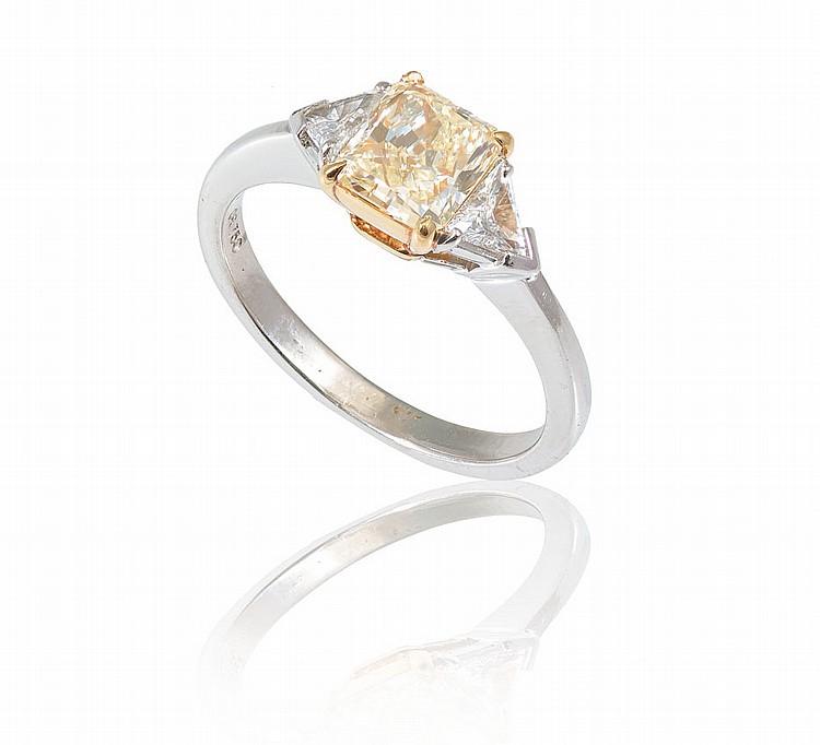 YELLOW DIAMOND RING W/ DF TRILLIONS 18k GOLD SZ 6