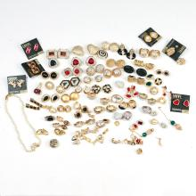 COSTUME JEWELRY MOSTLY EARRINGS