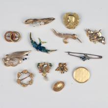13 YELLOW GOLD PINS
