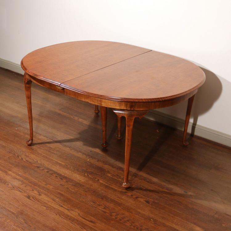 QUEEN ANN STYLE TIGER MAPLE DINING TABLE : H1061 L121391936 from www.invaluable.co.uk size 750 x 750 jpeg 48kB