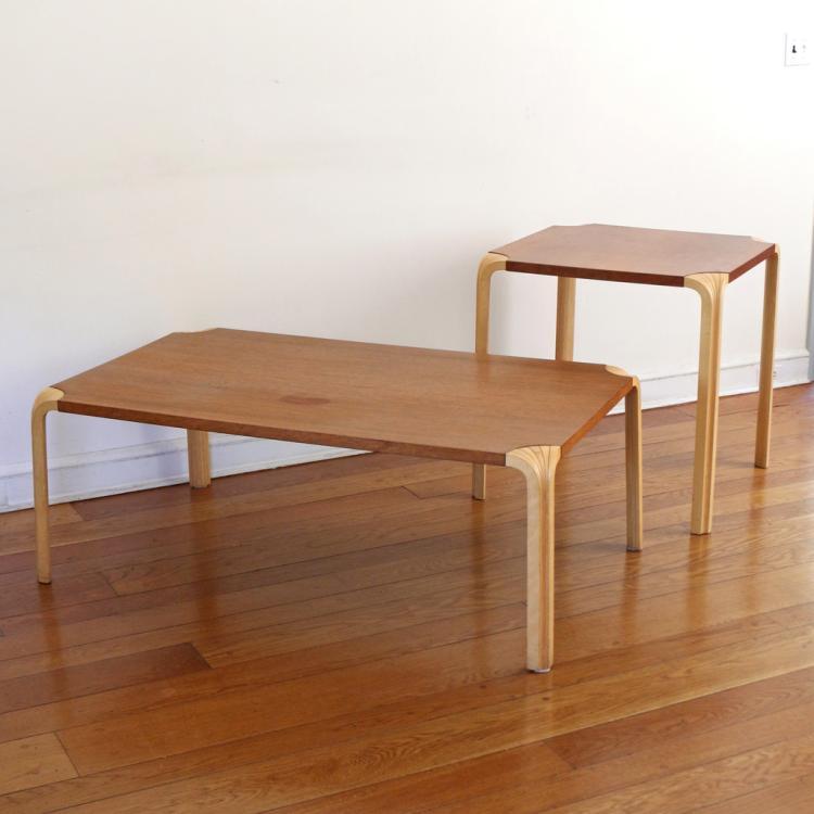 (2pc) ALVAR AALTO DESIGN 'ARTEK' FAN-LEG TABLES