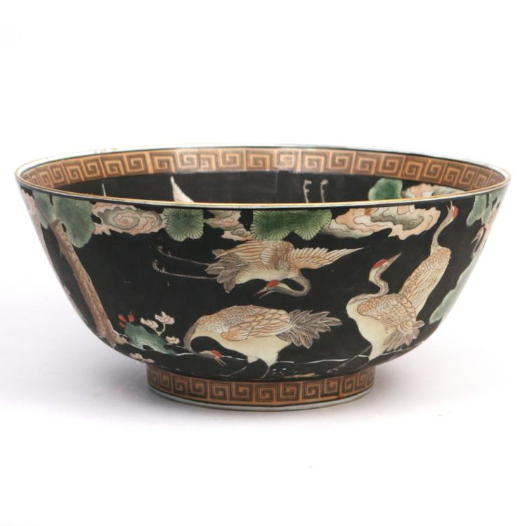 CHINESE EXPORT-STYLE CENTRE BOWL