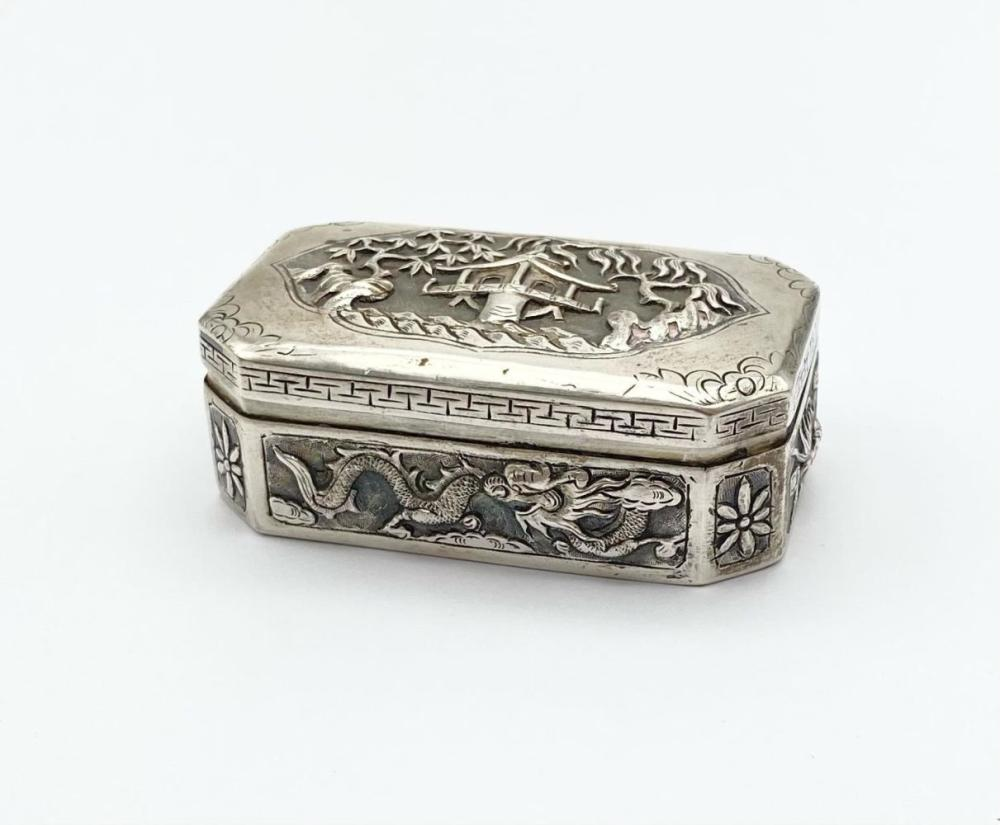 AN EARLY 19TH CENTURY CHINESE SILVER BOX WITH TRADITIONAL HAND CHASED DECORATION. Weight:59.4g Dimensions: 7.5 x 4cm