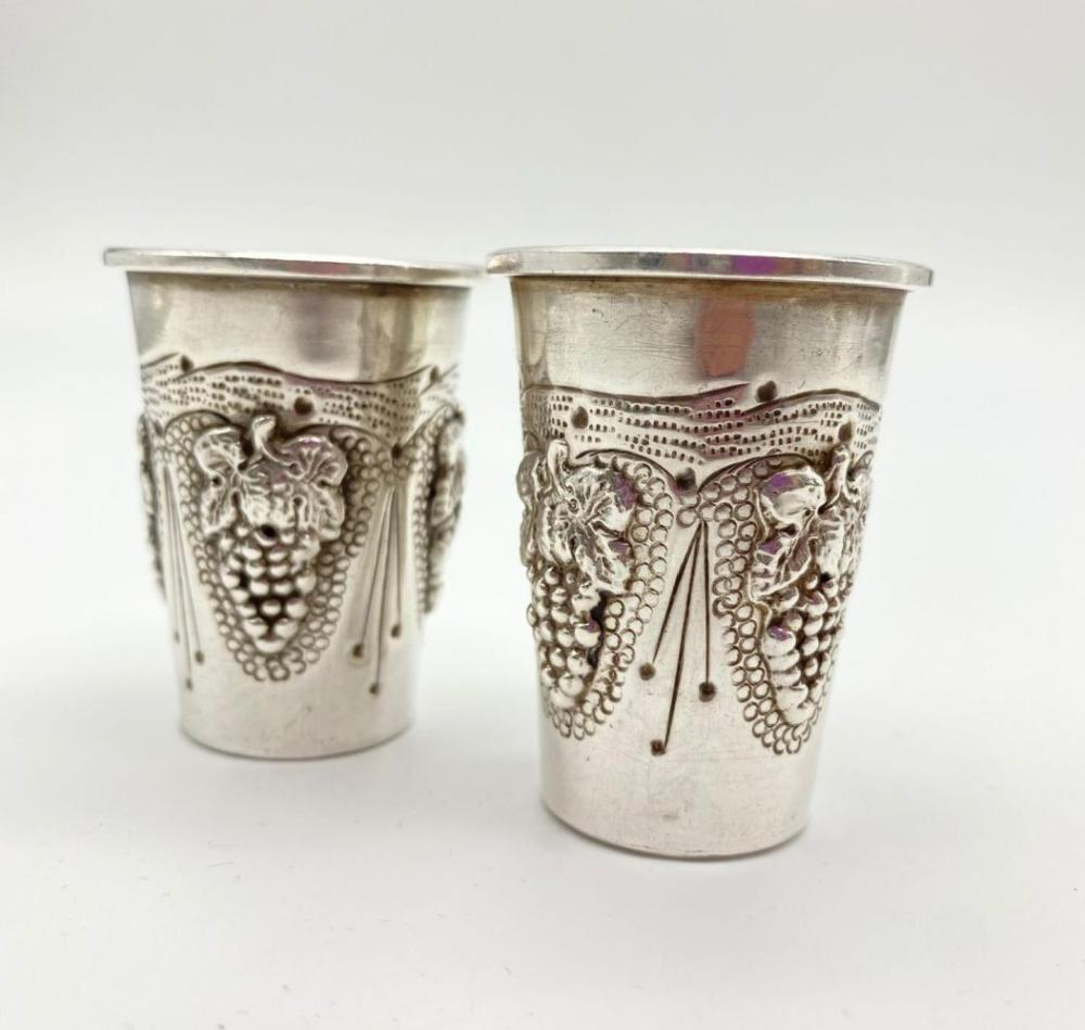 A Pair of Silver Kiddush Cups. Ornate Grape Decoration. 5cm tall. 47g