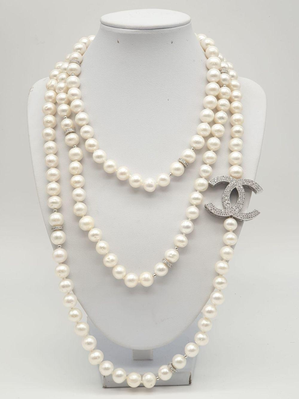A Chanel-Style White Metal Pearl Rope Necklace. 150cm.
